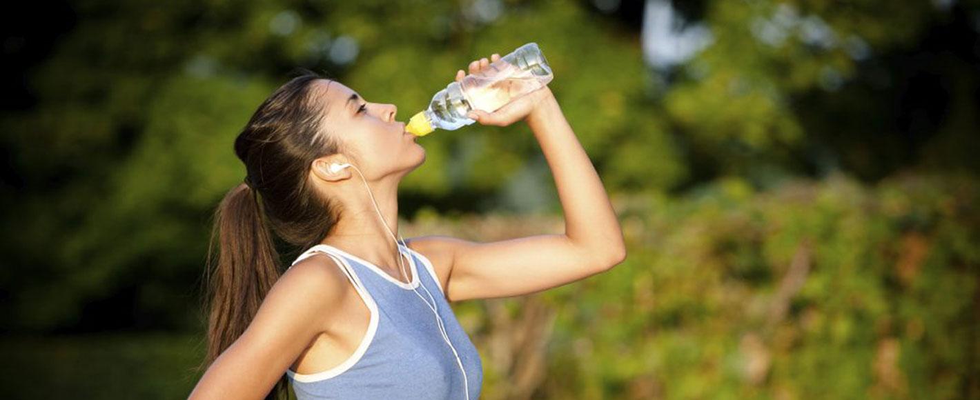 Fare sport bevendo acqua alcalina
